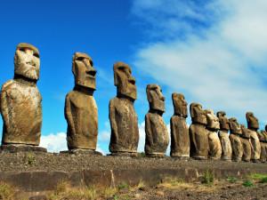Памятники Моаи